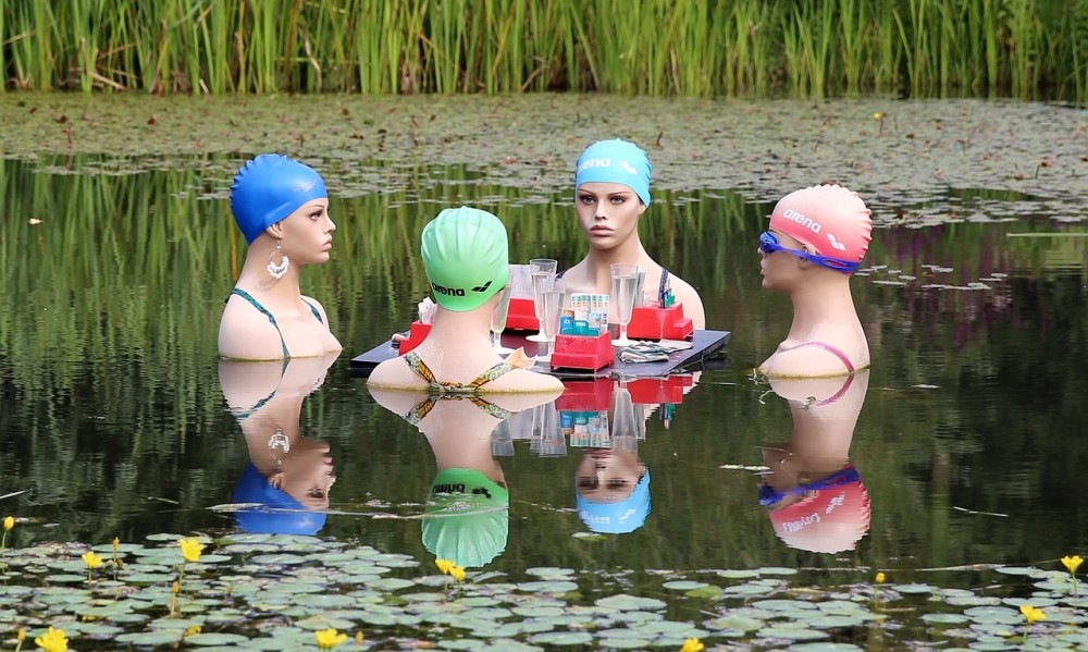 swimmers-415823_1280