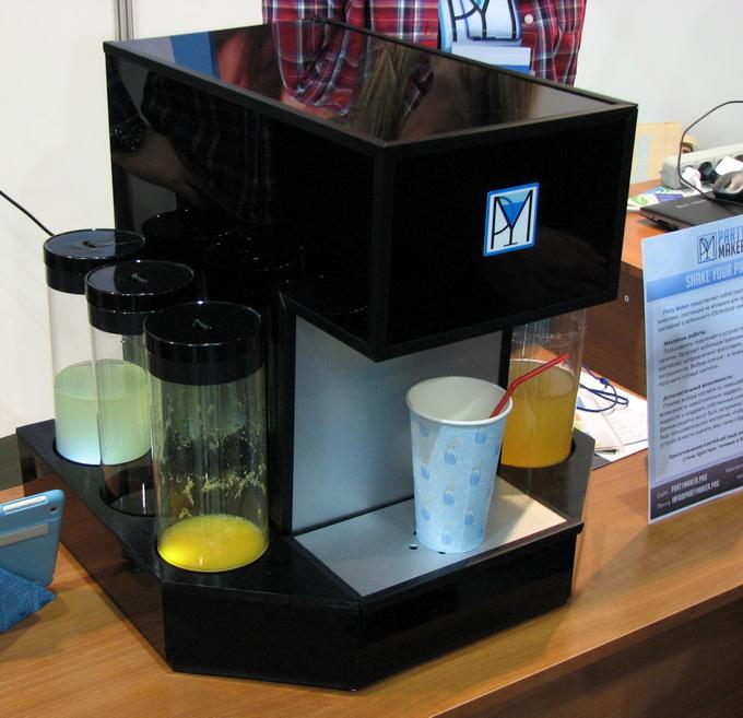 Программно-аппаратный комплекс PartyMaker служит для приготовления коктейлей