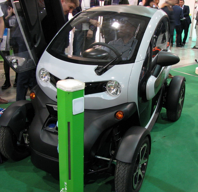 Электромобили на iForum: огромный интерес среди посетителей, однако многих смущает все еще высокая стоимость