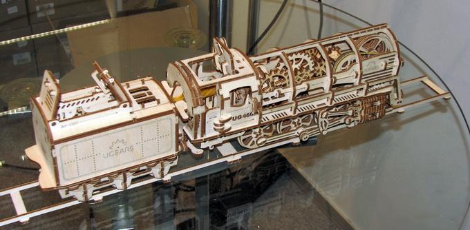 Модель Поезда, с которым компания Ugears успешно вышла на краудфандинговую платформу Kickstarter