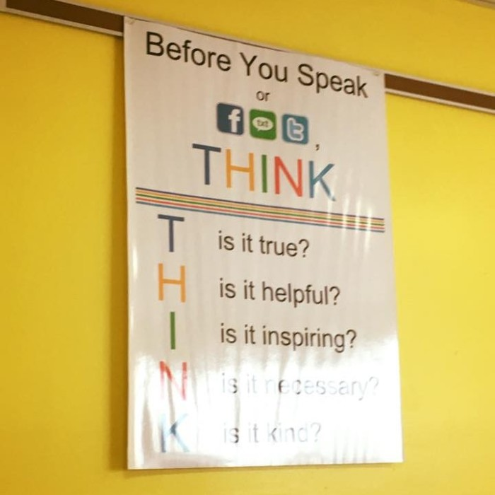 Пам'ятка для учнів школи у місті Норфілд, штат Нью-Джерсі, США. Фото: Facebook-сторінка Олександра Елькіна