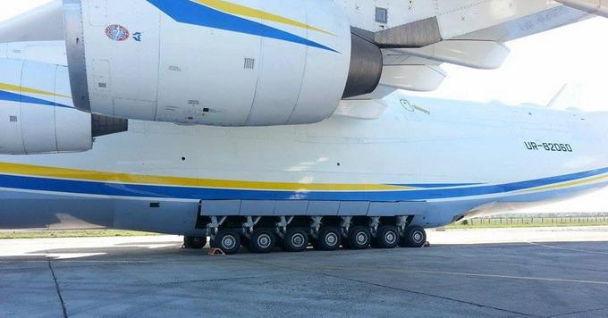 Посилене шассі АН-225 дозволяє зменшити питомий тиск на поверхню ЗПС