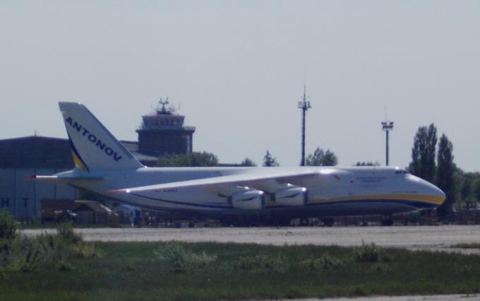 Ан-124-100 «Руслан», що став базою для створення Ан-225