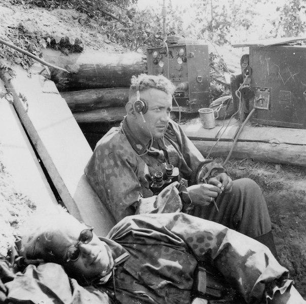 Полевой пункт связи моторизованной дивизии СС «Тотенкопф» летом 1941 года. Немецкие рации также не отличались компактностью, но, по крайней мере, работали более качественно и надежно