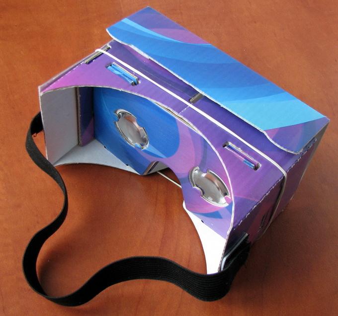 В картонном Google Cardboard используется пластмассовая оптика, но довольно неплохого качества