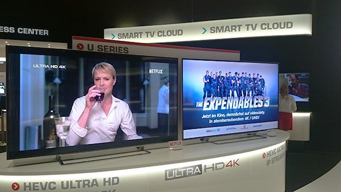 Аналитики сообщают о росте популярности так называемых малы экранов и предвещают скорый спад на рынке больших ТВ. Именно поэтому производители прилагают все силы, чтобы привлечь потребителя к покупке дисплеев с большой диагональю