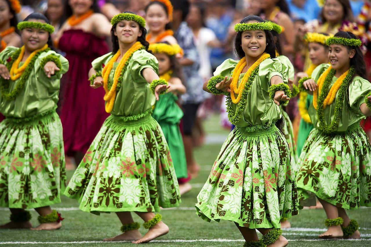 Конечно, настоящие гавайцы не носили цветных рубашек — скорее, их костюмы были вот такими