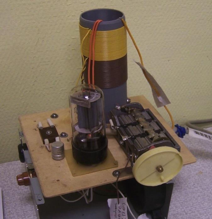 Радіопередавальна приставка до радіоприймача, зконструйована Леонідом Пасько. Дозволяє вести зв'язок на відстань до 100 км