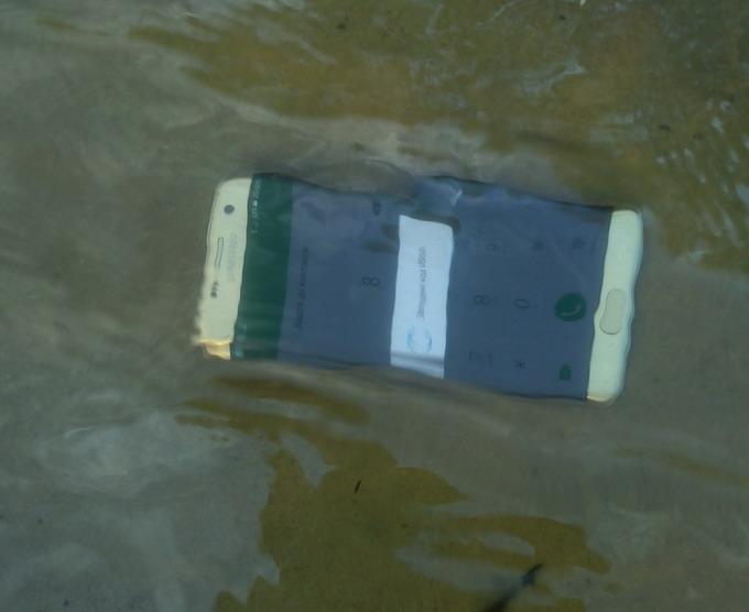 Признаемся, что не так уж легко было решиться на то, чтобы утопить самый дорогой смартфон на рынке. Но техника не подвела!..