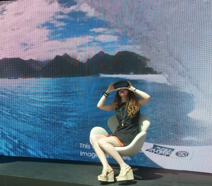«Расслабься!» — Говорили они. — «В шлеме Gear VR ты отправляешься сёрфить в Таиланд!» — Говорили они.