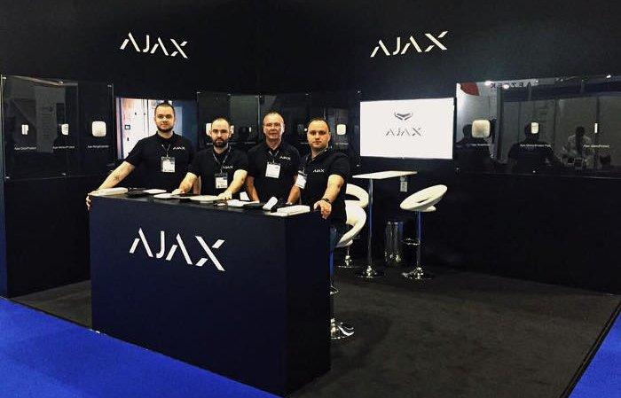 Команда Ajax Systems на стенді компанії, виставка IFSEC London 2016