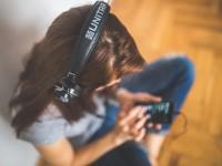 13 подкастів, які можна слухати щовечора