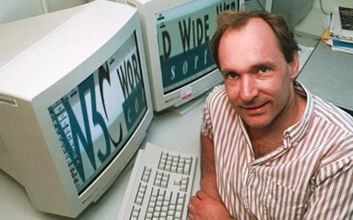 Tim_Berners-Lee_director_of_the_World_Wide_Web_Consortium-large_trans++cvya6rOQnD6W9RNWBA6vPvauL762kXdQceLRRxtJC54