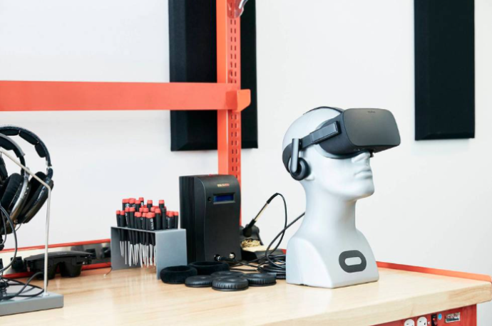 Oculus Rift у аудіолабораторії | Фото: Emily Shur