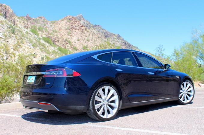 Blue Tesla Model S P85, в августе 2014 года, пробег — 35 тысяч миль