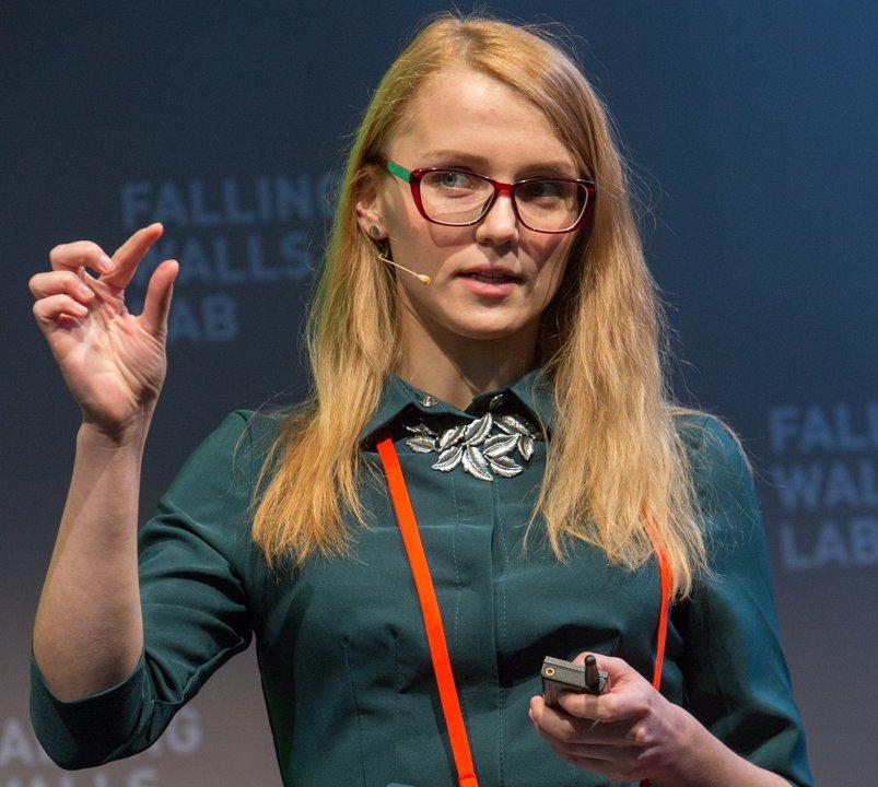 Марина Коршевнюк під час виступу на Falling Walls Berlin 2016