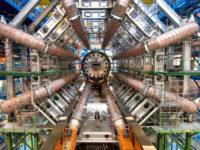 Всередині колайдеру — як новий робот стежить за тунелем CERN