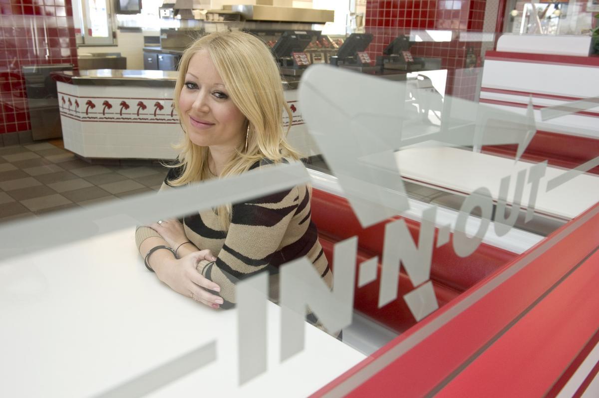 Линси Снайдер в ресторане In-N-Out в день его торжественного открытия. Фото: Ocregister.com
