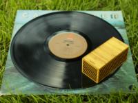 «Кирпич» на виниле — как выглядит самый нестандартный проигрыватель пластинок