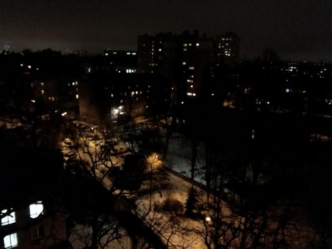 Фотоснимок, сделанный в ночное время время (щёлкните по картинке, чтобы просмотреть оригинал фото)