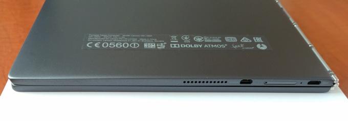 С левой стороны устройства размещены порт microHDMI, MicroUSB, слот для MicroSD-карты и динамик