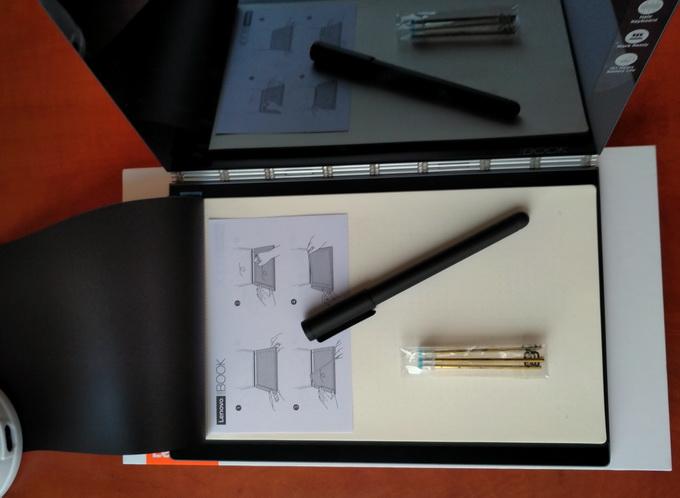 Стилус Real Pen, сменные стержни и блокнот с магнитной фиксацией, который крепится над клавиатурой Halo