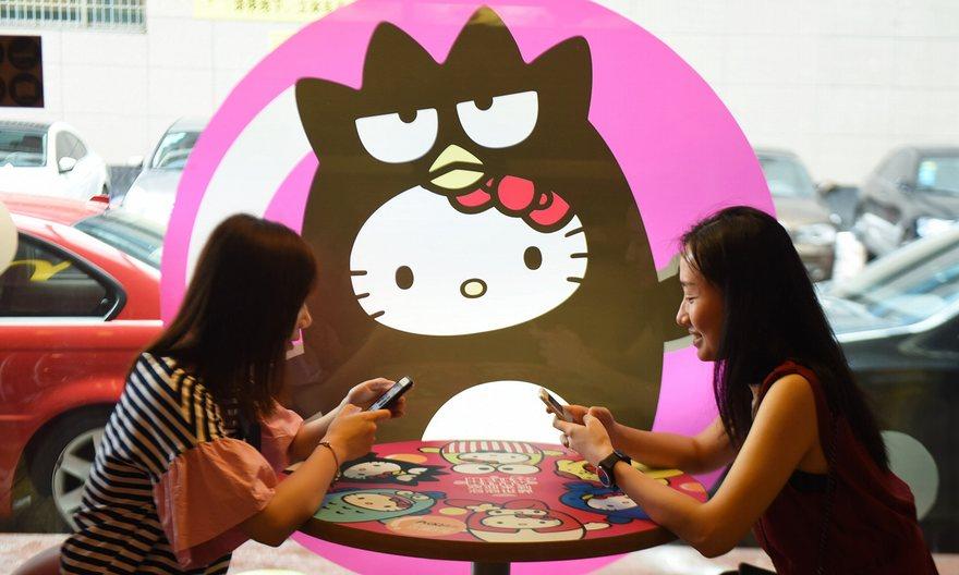 Безмолвная Hello Kitty в стилизированном ресторане, Китай