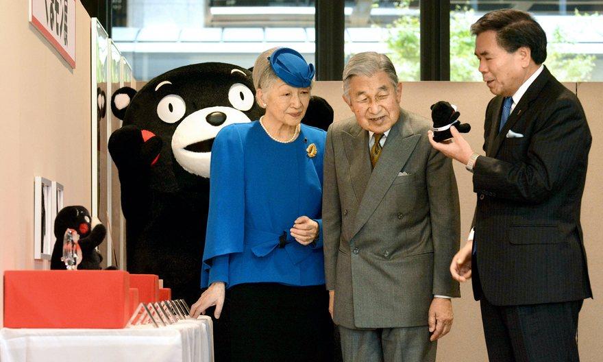 Императорская чета Японии и Кумамон
