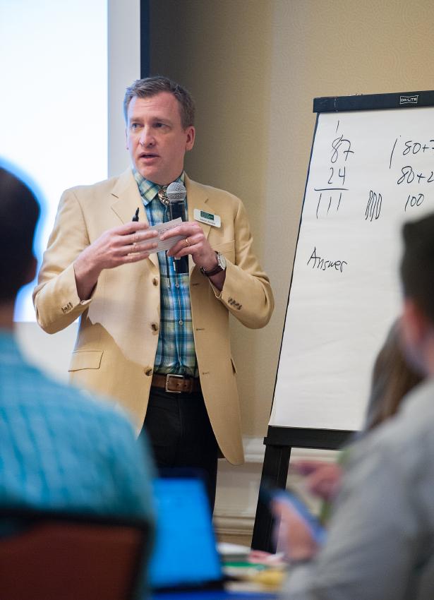 Джейсон Зімба презентує Єдині стандарти вчителям в м. Денвер, Колорадо, США. 2016 р.