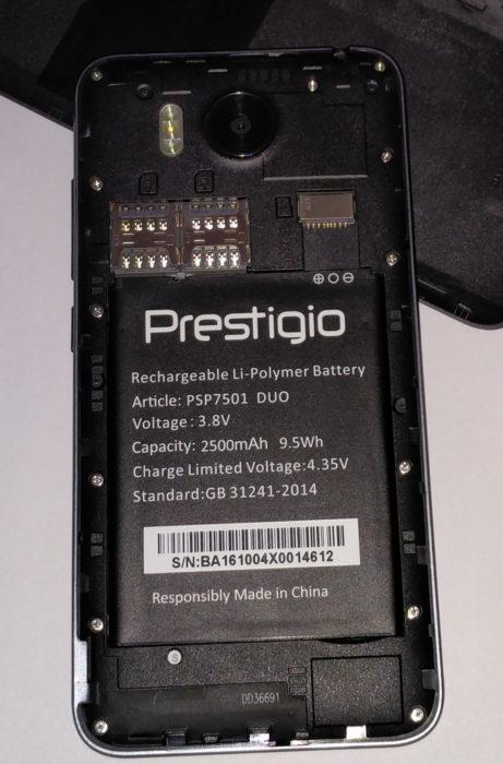 Под крышкой Grace R7 расположены два слота для карт MicroSIM и слот для карты MicroSD. Чтобы вставить SIM-карты, необходимо вытащить аккумулятор