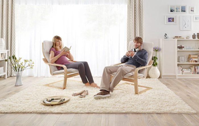 Стільці серії Poäng в домашньому інтер'єрі