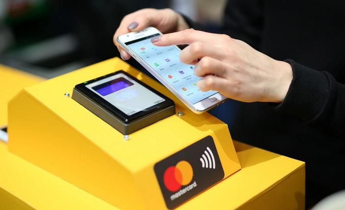 Оплата проїзду в метро за допомогою цифрового NFC-гаманця