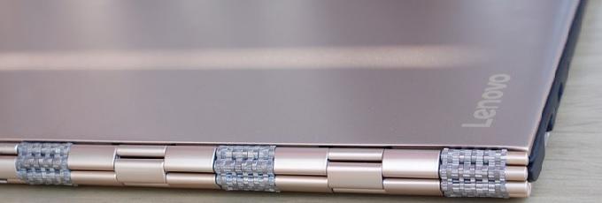 Фирменный металлический шарнир Lenovo Yoga также выполняет функцию теплоотводящего компонента