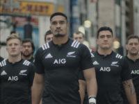 «Обережно, регбісти!» — Брутальний підхід до реклами страхування в Японії