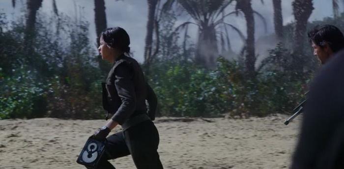 Сцена из трейлера, который предположительно была удалена во время монтажа фильма