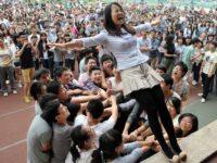 Страждання заради майбутнього — як школярі Китаю складають найважчий іспит у світі