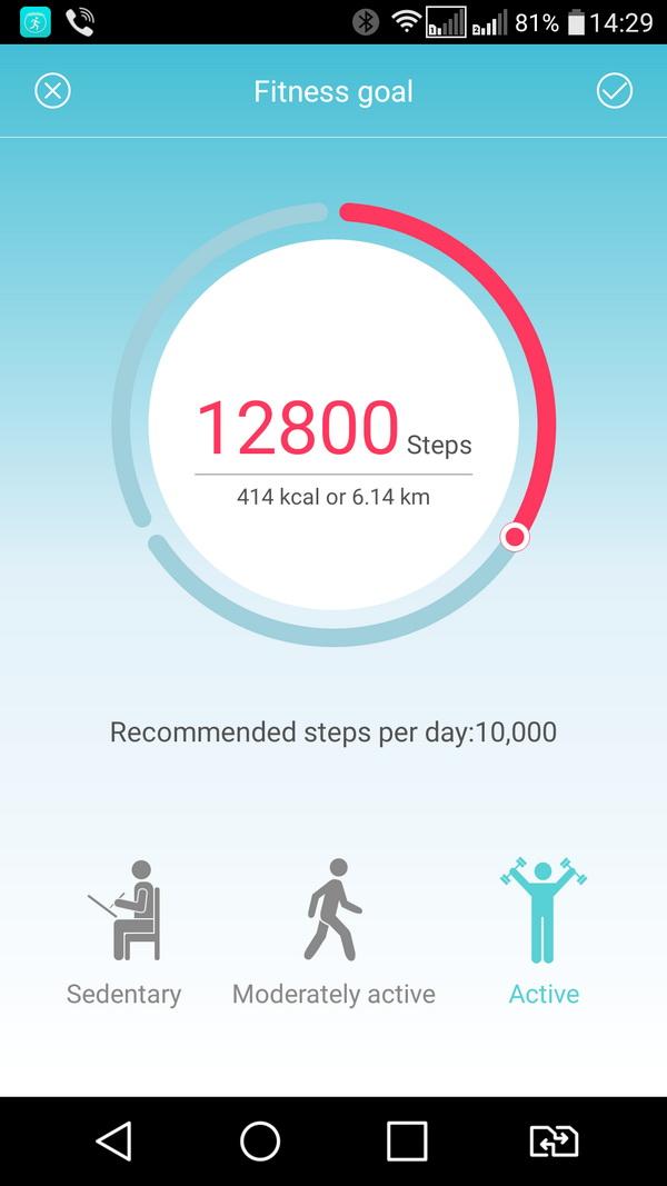Перед использованием трекера необходимо скачать мобильное приложение и задать уровень физической активности на каждый день