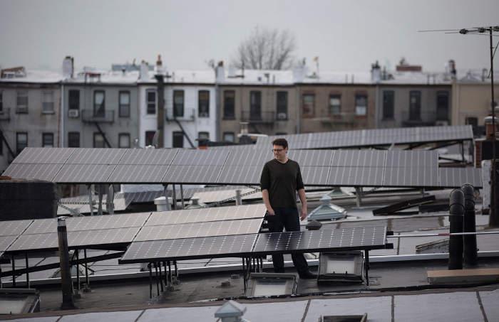 Гаррі Голдмен на даху свого будинку