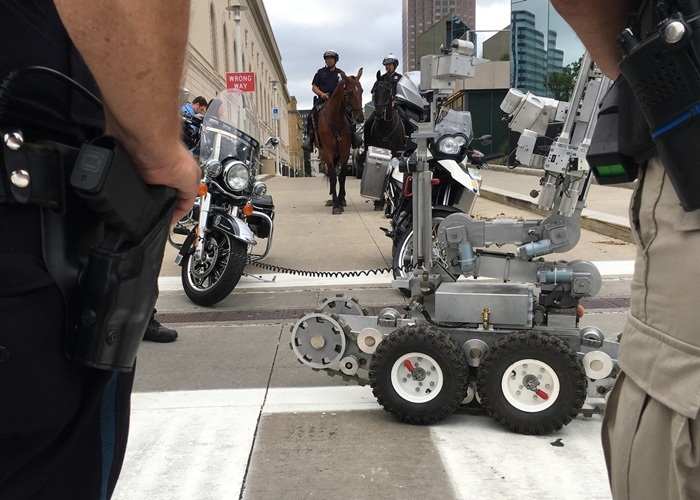 cleveland-police-robot-547320188