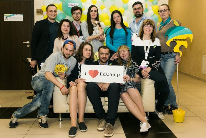 Учасники та організатори EdCamp в Україні. Олександр Елькін — посередині
