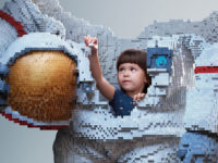 Діти, що будують своє майбутнє з LEGO