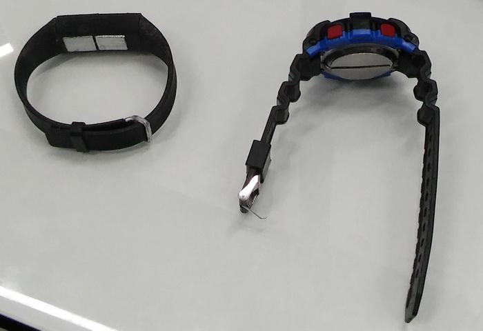 Наручний пристрій, що дозволяє буквально за декілька хвилин зробити кардіограму людини