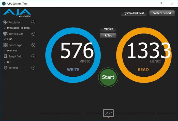 AJA System test эмулирует запись и чтение видеофайлов на жесткий диск и с него и отображает результаты с использованием скорости передачи данных или частоты кадров. Отдельно можно задавать размер тестового файла, в данном случае – 1 ГБ