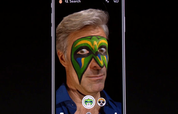 За допомогою програмного додатка, що використовує ARKit, ви можете, наприклад, віртуально одягти маску на своє обличчя