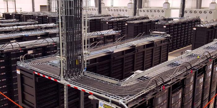 36-мегаваттна акумуляторна систему зберігання енергії, що побудовані на майданчику вітрової електростанції Ducks Energy потужністю 153 МВт у західному Техасі. Сховище почало працювати у 2012 році на базі свинцево-кислотних акумуляторів, але потім там були додані літій-іонні батареї для більшої ефективності
