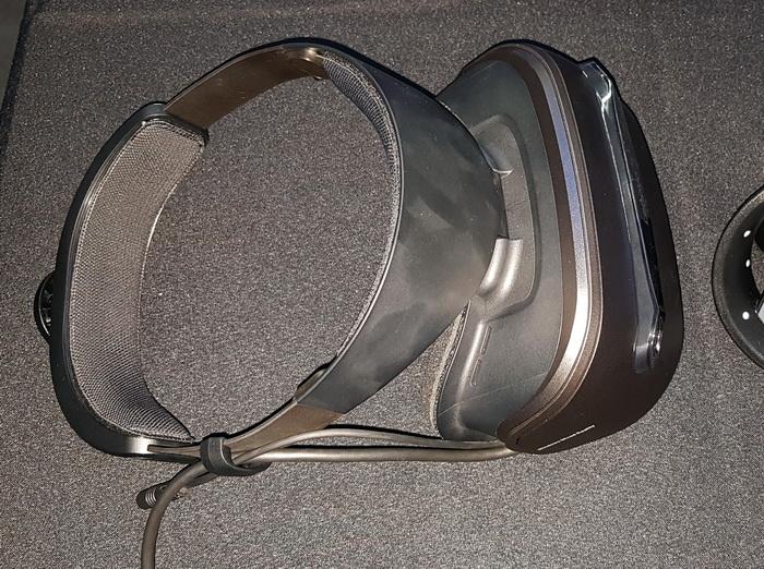 Горизонтальне наголов'я-кільце дозволяє надійно зафіксувати шолом на голові