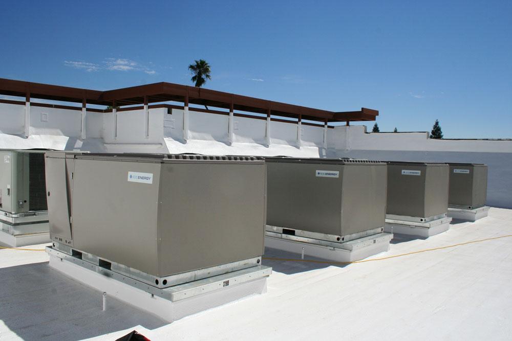 Ці системи на даху в Реддінгу в Каліфорнії на 95% знижують потребу в охолодженні в денний час