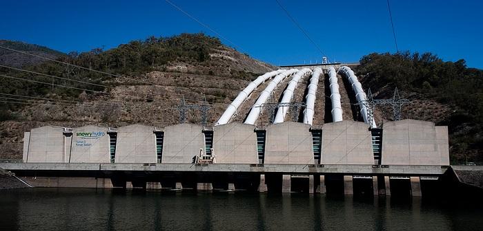 Tumut 3 — це гідроакумулююча станція потужністю 1800 МВт в Австралії. Це частина «Сніжної гідросистеми», величезного комплекса з дев'ятьма окремими електростанціями