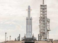 Манекен, машина і ракета —  як Ілон Маск вперше запускатиме Falcon Heavy