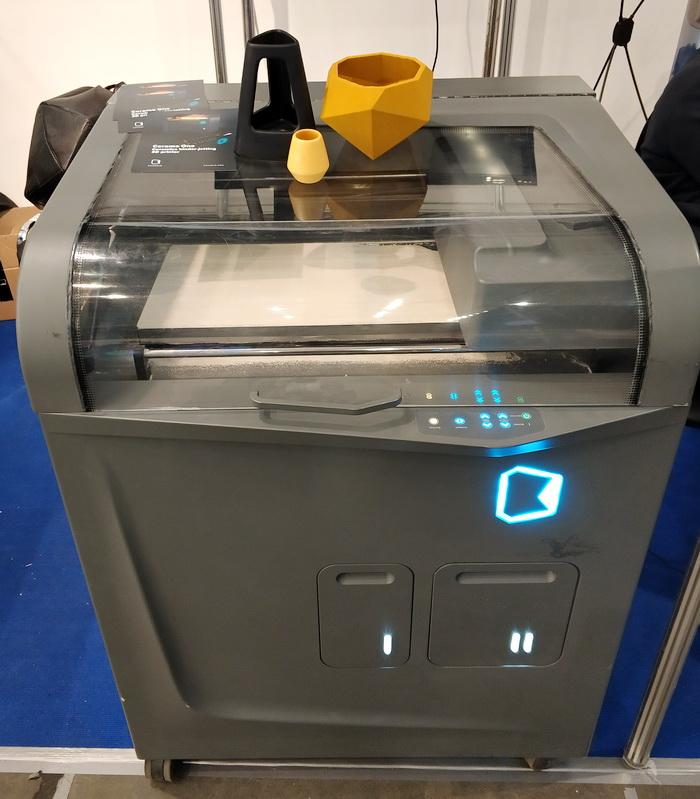 3D-принтер Ceramo One, що дозволяє друкувати вироби керамічними порошками